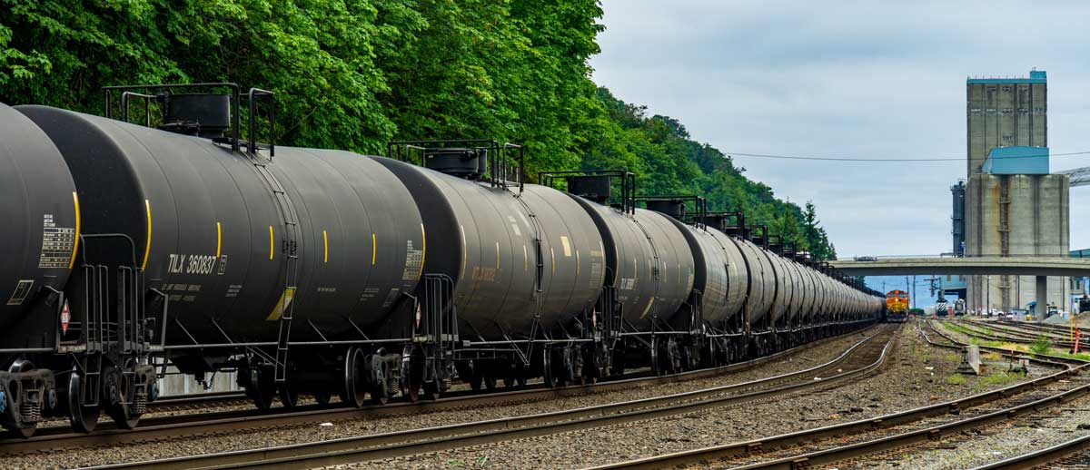Oil trains roll into the port of Tacoma
