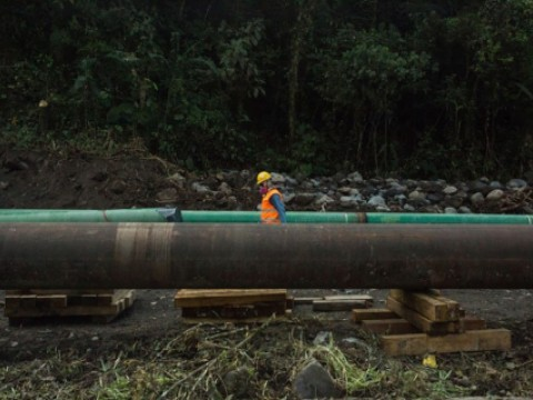 amazon_oil_pipeline_credit_ivan_castaneira