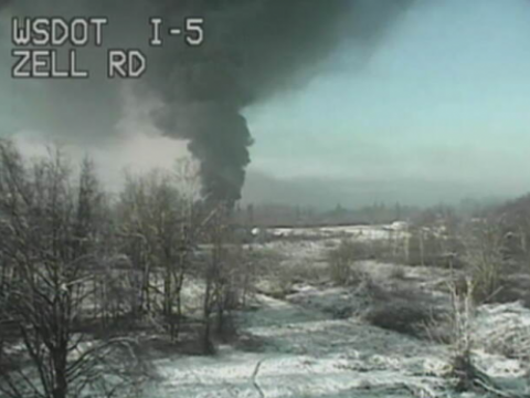 oiltrainderailment-photocourtesy-wsdotwebsite-i5zellroad